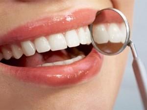 При лечении зубной боли поможет земляничный отвар и настой с хреном